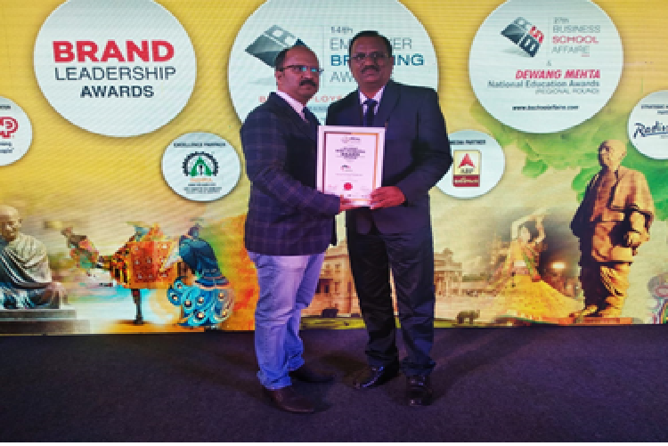 Award Being received by Mr. Niraj Trivedi- Gujrat Most Promising Brand
